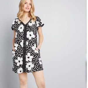 60s inspired flower dress WITH POCKETS!